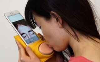 Amore e Coppia: simulatore di baci  smartphone  baci