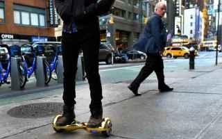 Gadget: hoverboard  hoverboard in strada  strada  codice della strada