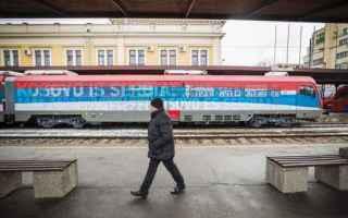 dal Mondo: Stop prima del confine nel Kosovo treno serbo con slogan nazionalisti