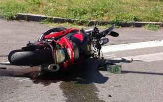 Moto: incidente  strade  segnaletica  pa