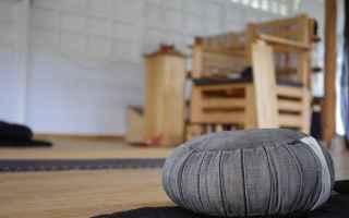 Psiche: meditazione  yoga  cuscino