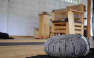 meditazione  yoga  cuscino