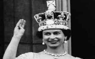 dal Mondo: elisabetta  regina  regno unito  corona