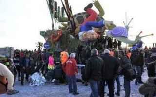 Firenze: carnevale  tragedia  renzi  maschera