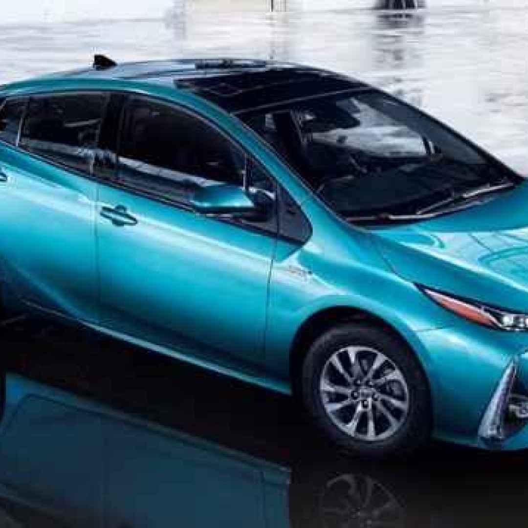 Toyota Prius Plug In La Ibrida Con Presa Ora Ha Anche I