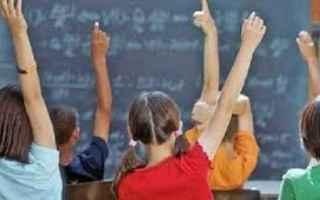 Scuola: adolescenti  genitori  scuola