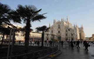 Milano: milano  piazza duomo  palme  incendio