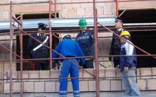 Leggi e Diritti: edilizia abuso operai reato