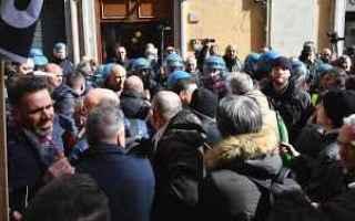 Politica: politica  manifestazione  tassisti  pd