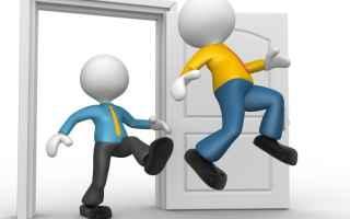 Casa e immobili: locatore  sfratto  conduttore  mobbing