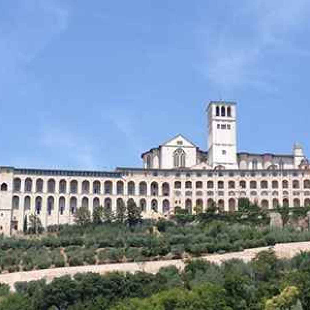 assisi  umbria  viaggiare  weekend