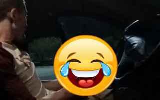 Sesso: atti osceni  auto  minorenne  reato  no