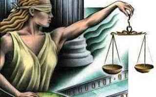 Nel momento in cui un politico è coinvolto in qualche indagine della magistratura ecco che il mondo