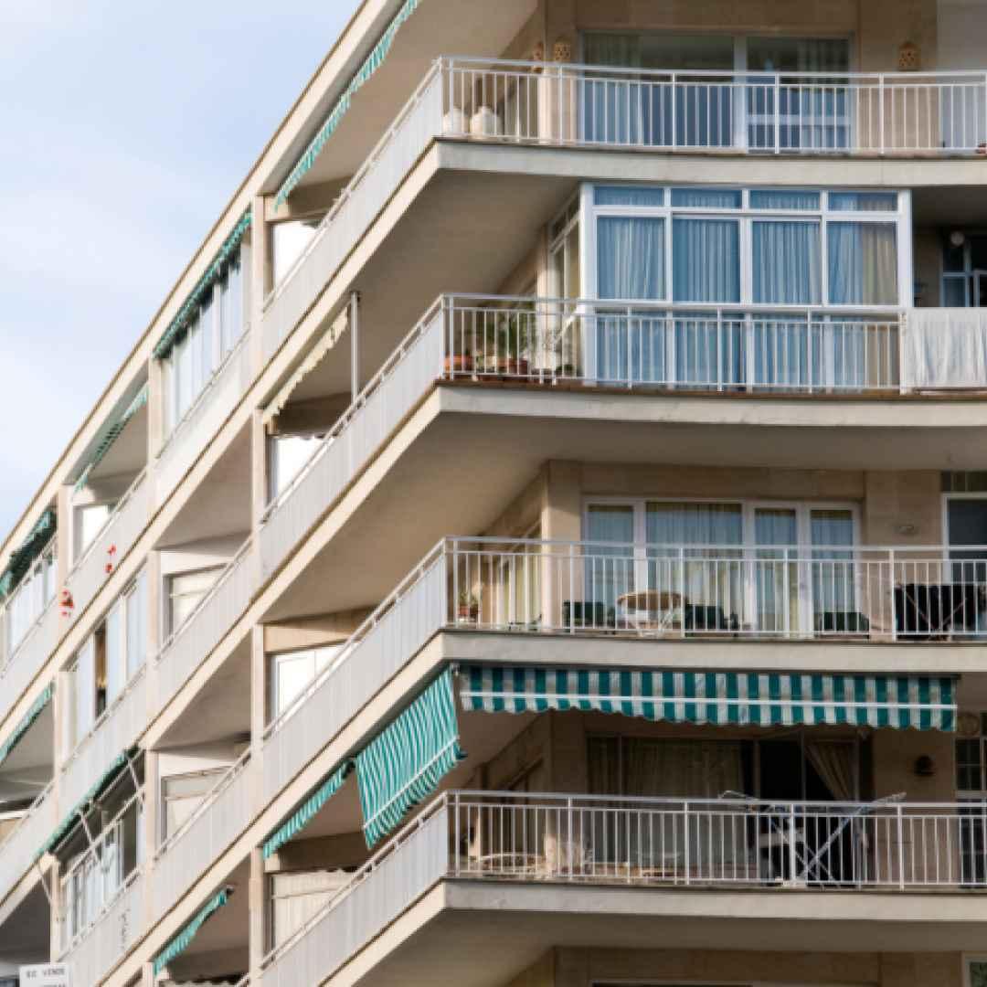 Legittima la delibera che autorizza la spesa per il for Balconi condominio