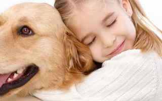 Animali: cane coccolare accarezzare