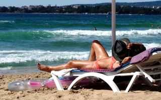 Salute: salute  dermatologia  protezione solare