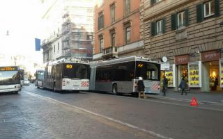 Roma: atac  trasporto pubblico  filobus