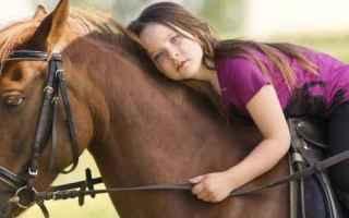 ROMA - Era noto che andare a cavallo giovasse al fisico – esiste chiara evidenza scientifica dei b