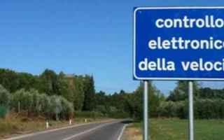 A che serve il cartello che avvisa gli automobilisti della presenza dell'autovelox? Ad evitare