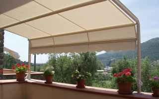 Leggi e Diritti: condominio vicino giardino tende