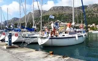 Vela: barca  ormeggio  fortunale  danni