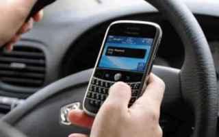 Politica: patente  smartphone  auto  guidare
