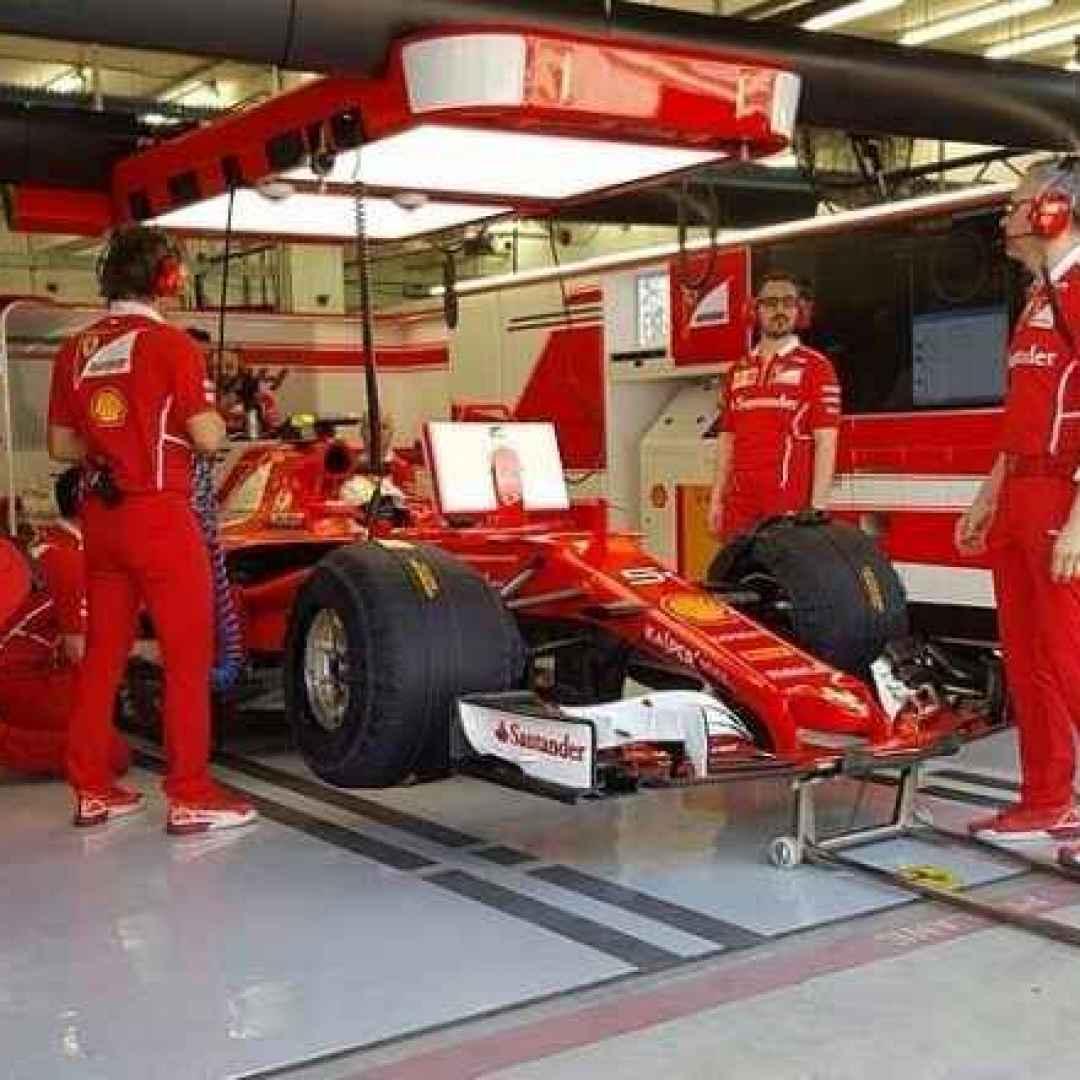 Bahrain, test giorno 2: un black out nel garage limita il programma Ferrari