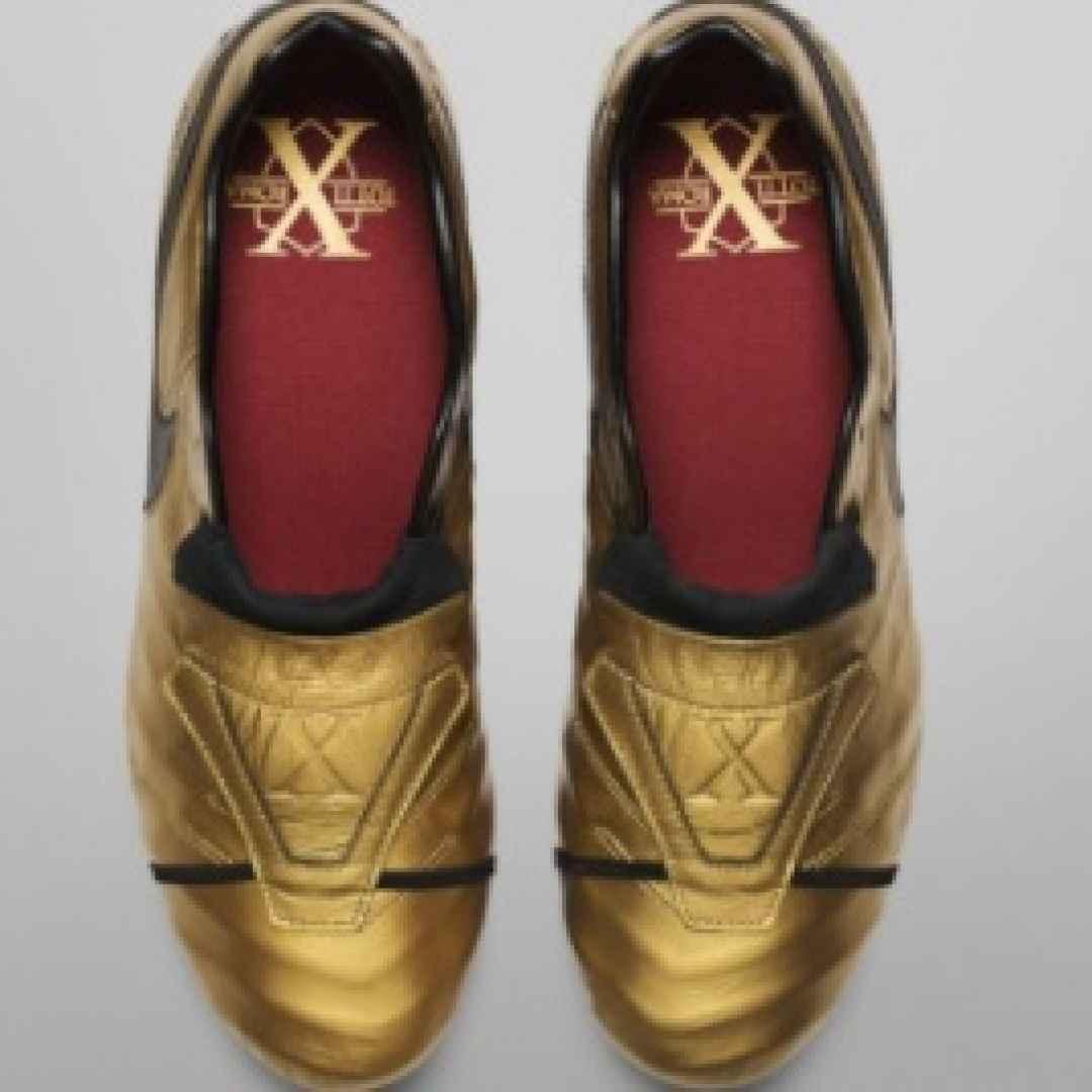 totti  scarpe  spalletti  roma  derby  calcio