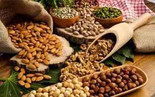 Alimentazione: frutta secca  benefici  caratteristiche