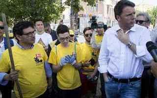 Anche Renzi, come Berlusconi, mette in scena la sua commedia sui rifiuti. Mobilita i suoi, li veste