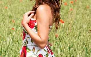 Bellezza: acconciature  piastra per capelli