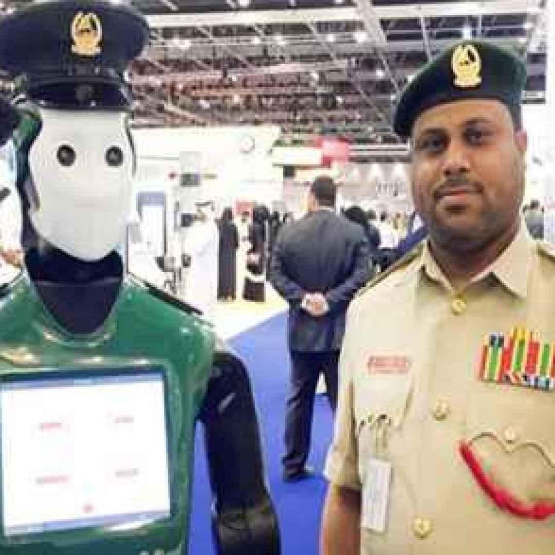 i primi poliziotti Robot entrano in servizio