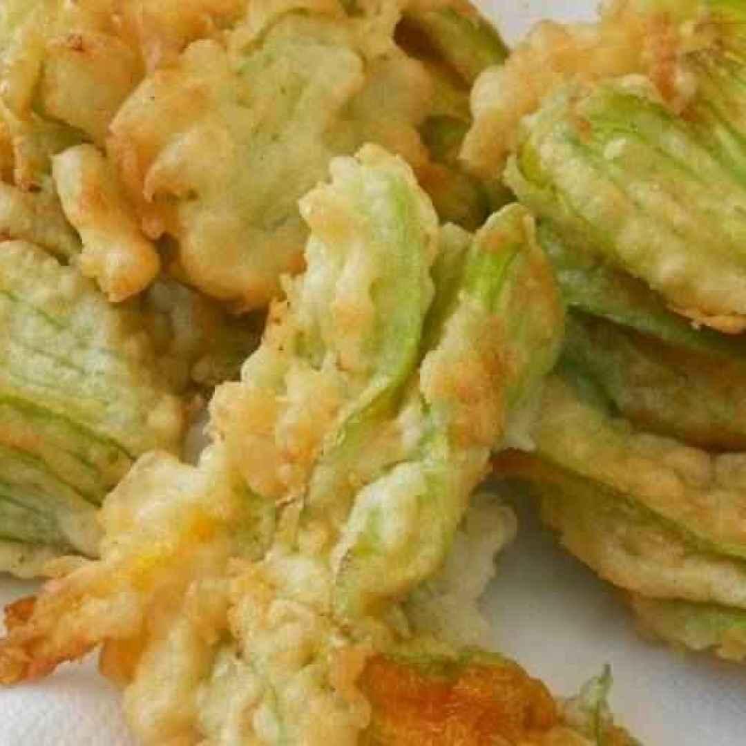 Fiori di zucca ripieni fritti - La ricetta di Finale Ligure