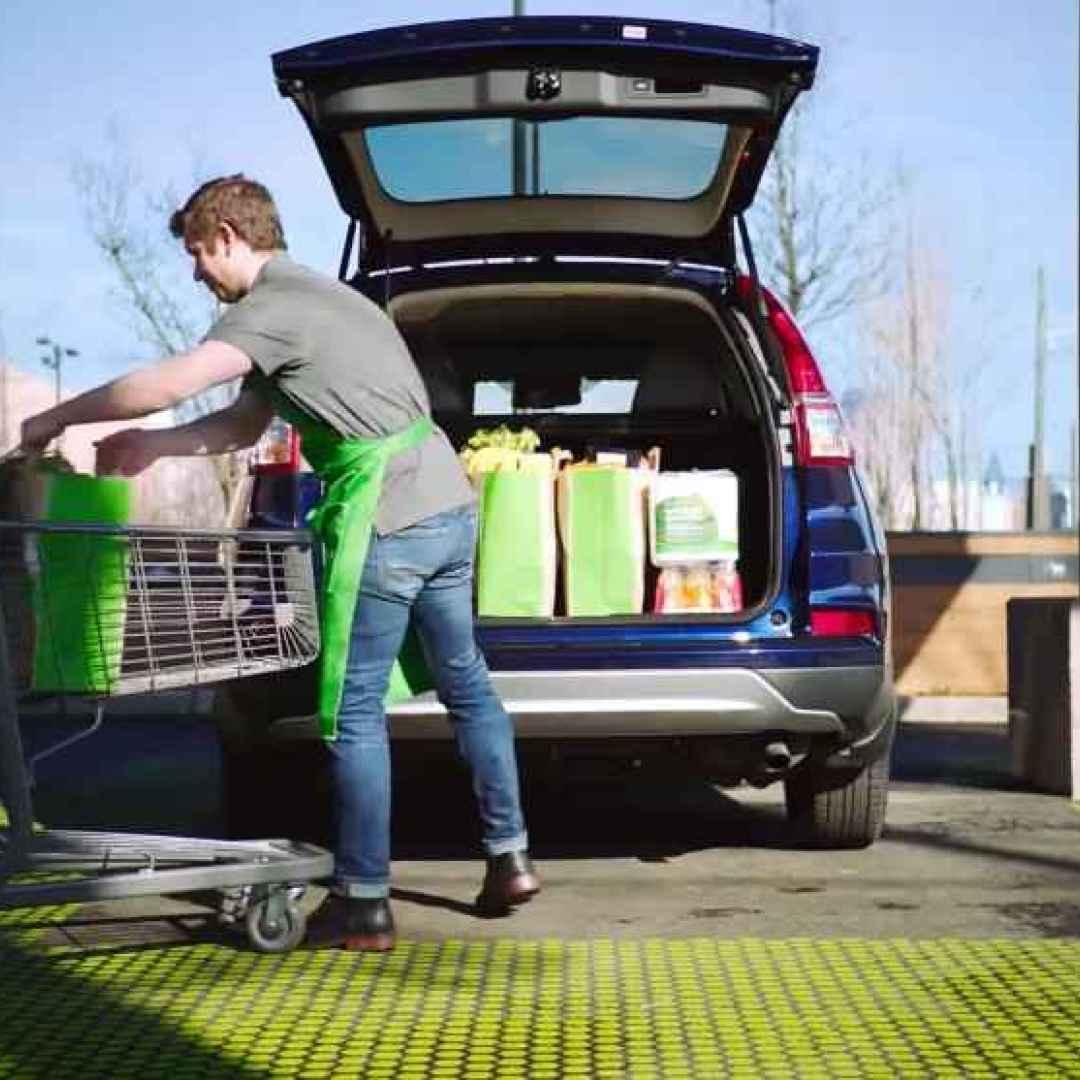 Grazie ad Amazon Fresh Pickup la spesa si fa senza nemmeno scendere dall