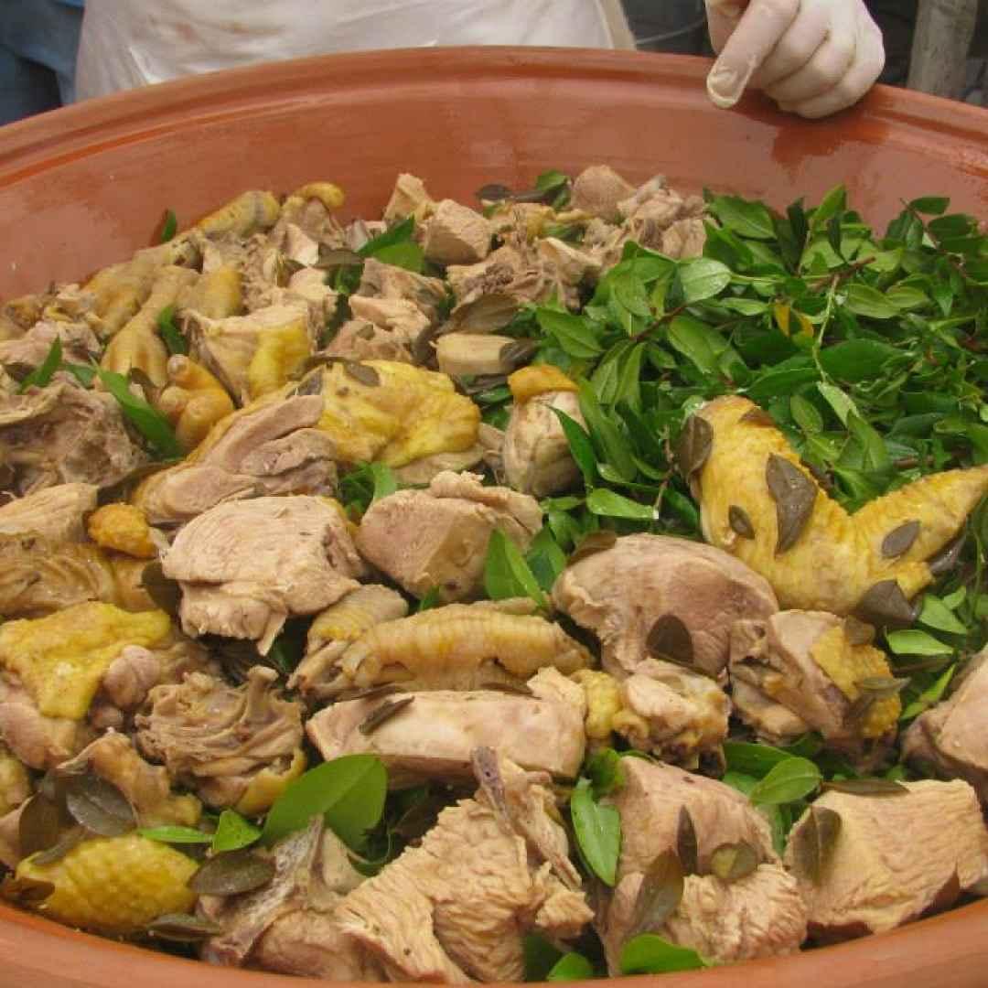 Da Masullas, Sardegna, la ricetta dai borghi di oggi è il Pollo aromatizzato al Mirto.