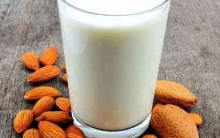 Gastronomia: prodotti calabresi  latte di mandorla