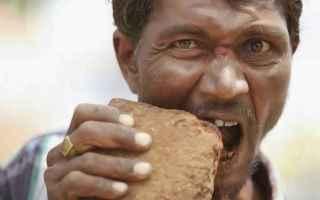 Alimentazione: pietre  terra  mangiare  geofagia