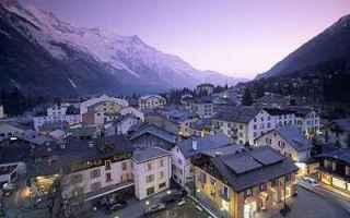 Viaggi: valigia vacanze montagna