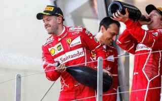 I due piloti della Ferrari, Sebastian Vettel e Kimi Raikkonen, e il presidente della scuderia di For