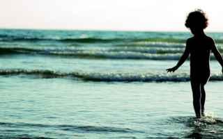 camminare  piedi nudi  sabbia