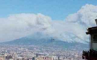 Il Vesuvio continua a bruciare e ci sono enormi rischi per la popolazione che risiede ai piedi di un