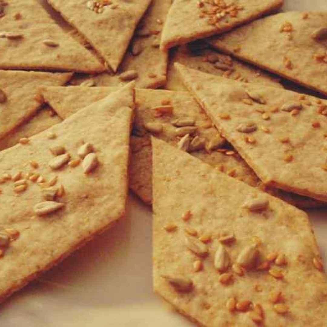 La ricetta dei buonissimi e leggerissimi crackers integrali da fare in casa