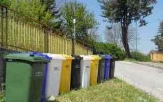 Ambiente: differenziata porta a porta  cassonetti
