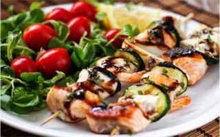 spiedini di salmone  ricetta light  pepe