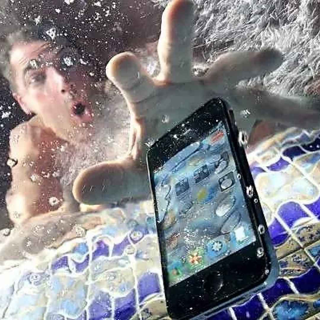 smartphone  incidente  acqua