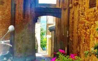 Viaggi: viaggi  umbria  borgo  montefalco