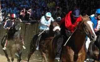 Torino: palio  asti  cavalli  medioevo
