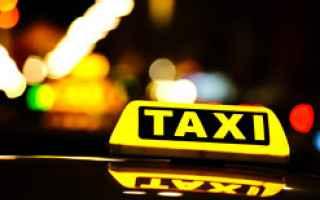 Economia: uber  taxi  tassisti  noleggio