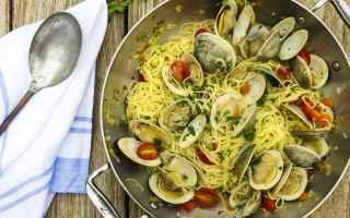 Ricette: La ricetta del giorno: spaghetti alle vongole veraci con peperoncino