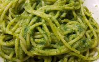 pesto .spaghetti  rucola